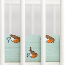 Organic cotton muslin fitted cotbed sheet - Little robin
