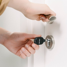 Nouveauté produit : la clé électronique Pulse Une solution sans énergie intégrée au système de contrôle d'accès Incedo™ Business Cloud d'ASSA ABLOY Opening Solutions